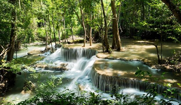 Водопад, лесной фон, пейзаж