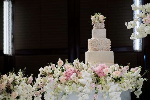 Красивый свадебный торт, белый торт, украшение свадьбы