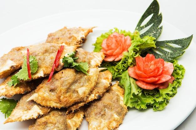 カニの肉を自分の殻で調理したタイ料理