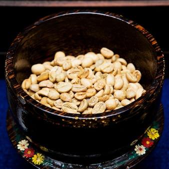 豆からコーヒー豆。