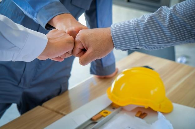 チームワーク、ビジネスマン、エンジニア、カフェ、屋外