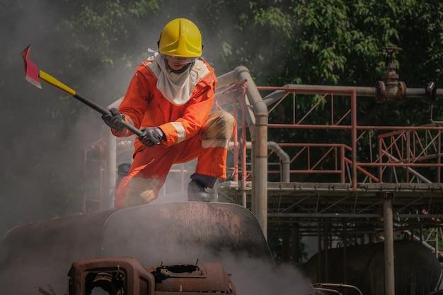 緊急事態に備えた消防士訓練