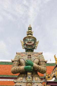 ワットプラケオ、バンコク、タイの巨大なスタンド