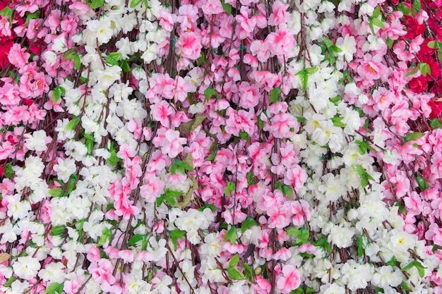 背景の美しい人工花