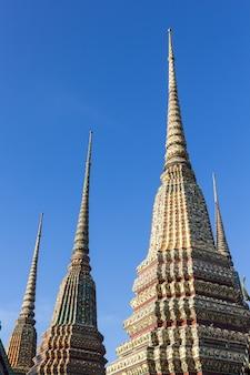 Ват пхо или ват пхра четуфон, храм лежащего будды в бангкоке, таиланд
