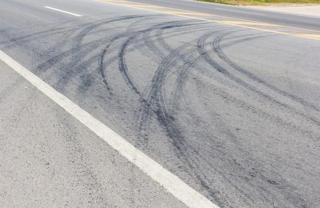 Дорога с гусеницами шин