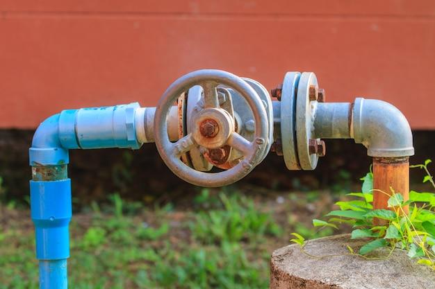 ウォーターバルブと鋼管