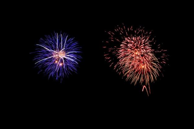 抽象的な花火が暗い空を照らす