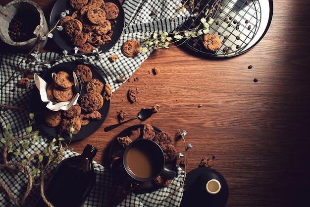 ビンテージフードディナーとコーヒーと甘い砂漠のクッキー