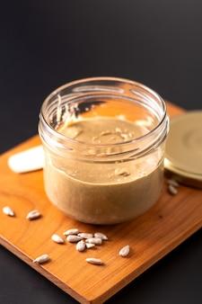 健康的な食品のコンセプト自家製ひまわりのバター