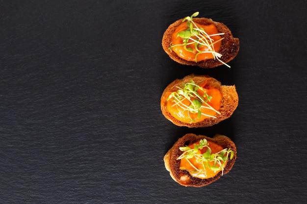 健康食品のコンセプトビーガンパンプキンフムス