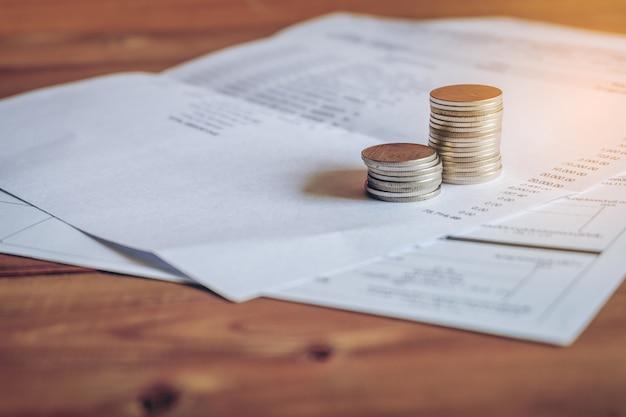 銀行取引明細書、アカウントの概念上のコイン。