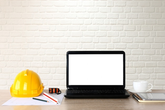 作業机、建築技術者、ノート、安全帽子、