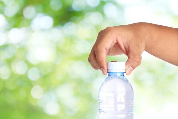 飲料水、白、きれい、健康、緑の背景のためのボトルホルダー