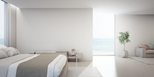Гостиная с видом на море и спальня роскошного летнего пляжного домика с подставкой для телевизора возле двуспальной кровати.