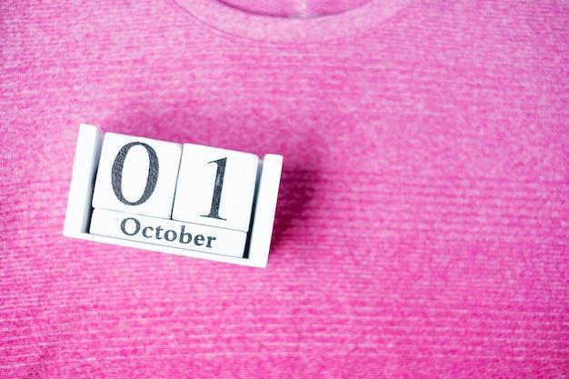 ピンクの背景に乳がん啓発月間