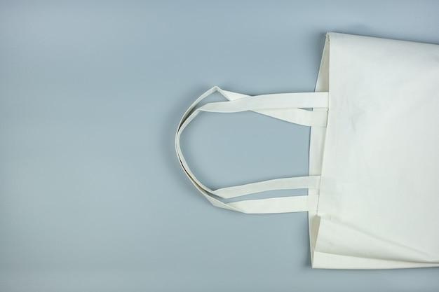 テキストのコピースペースと灰色のエコショッピングバッグ。環境保護、廃棄物ゼロ、再利用可能、プラスチックとは言わない、世界環境の日、地球の日の概念