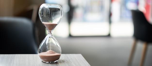 テーブルオフィスの砂時計