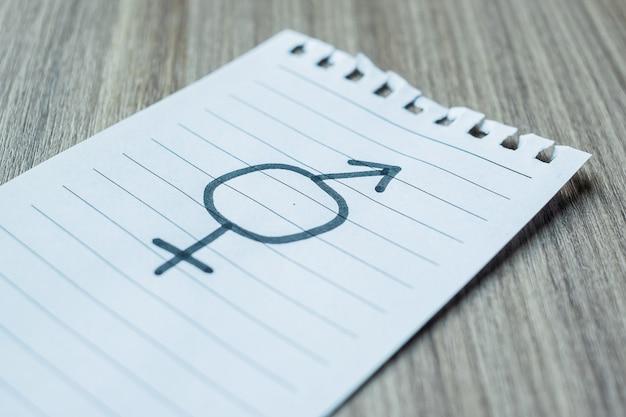 Бумажная записка с полом символа лгбтк