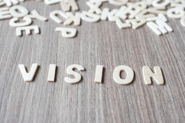 Видение слово деревянных букв алфавита. концепция бизнеса и идей