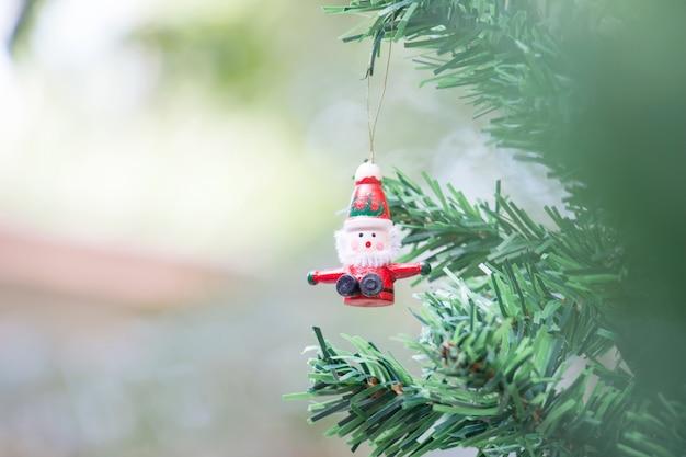 クリスマス装飾背景のサンタクロースドール