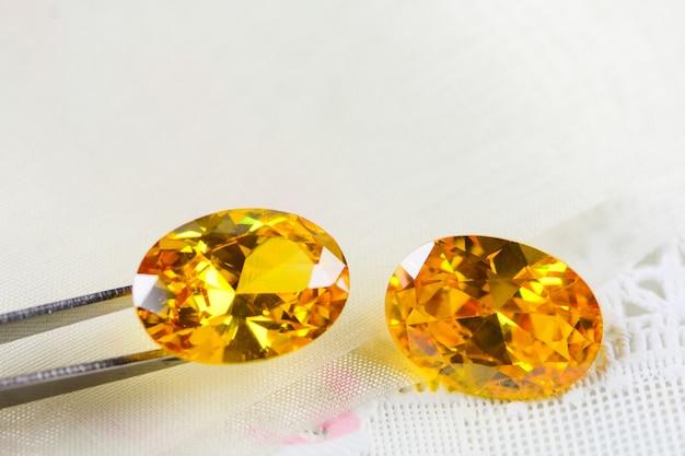 キュービックジルコニアの宝石、楕円形、さまざまな色の宝石