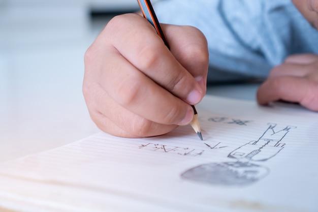 生徒の手作成のための紙の上での勉強
