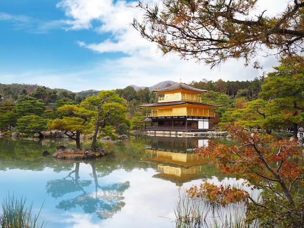 金閣寺、京都、日本の有名なランドマーク。
