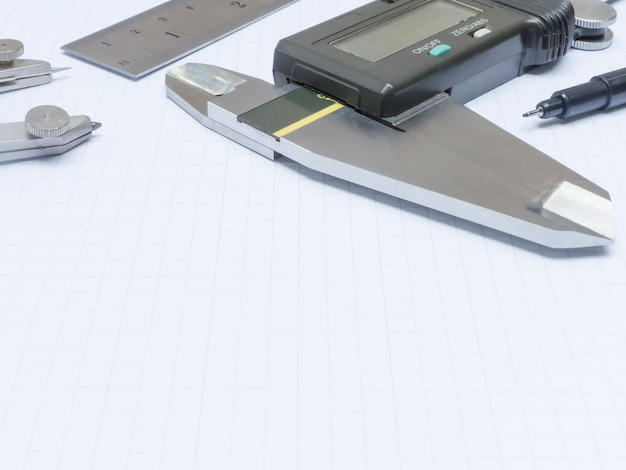 Инструменты измерения на бумаге