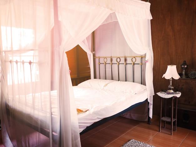 インテリアの寝室のビンテージ装飾スタイル。