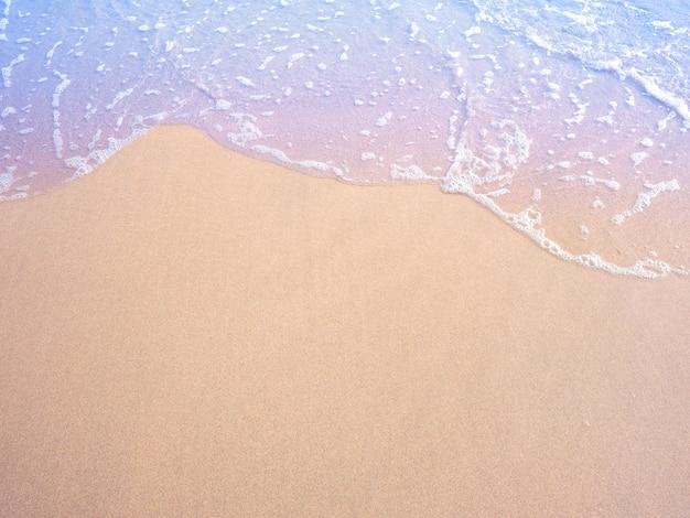 砂とパステル水の波ビンテージフィルター効果。
