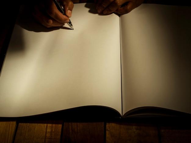 ビジネス契約に署名し、遺言を書くことの概念