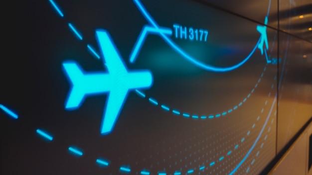 Экран симуляции, показывающий различные рейсы для перевозки и пассажиров.