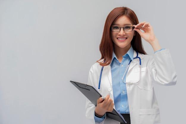 美しい若い医者