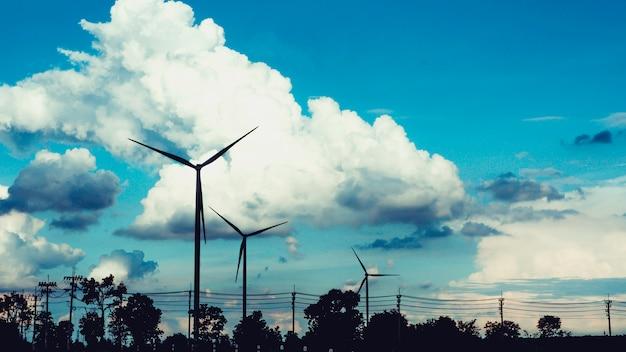 自然エネルギーを使った風力タービンからの電気エネルギー輸送の写真