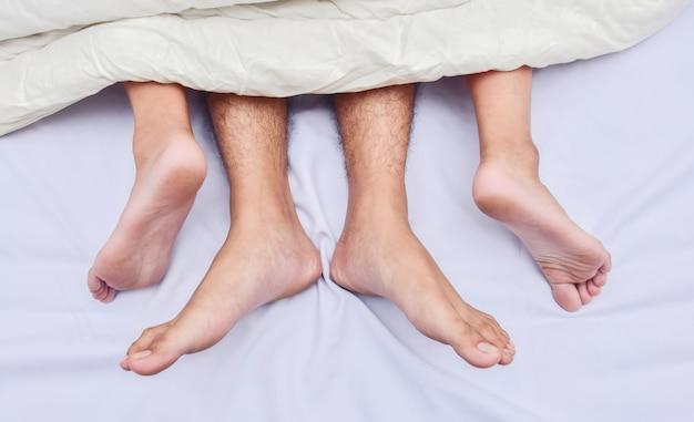 Вмятило пару футов в постели. любви, секса и партнеров.