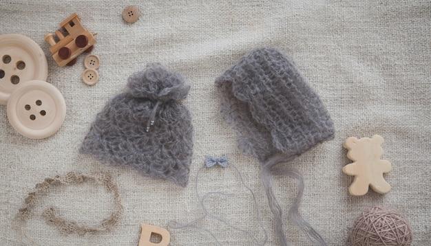 赤ちゃんの女の子のための灰色の帽子
