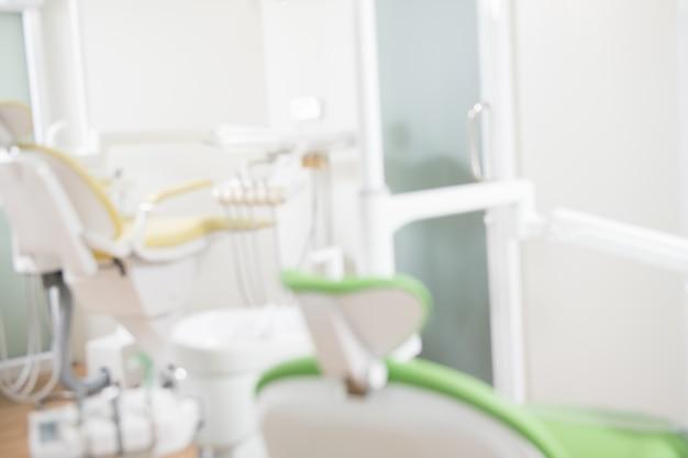 歯科医院、歯科衛生士、歯科医の椅子