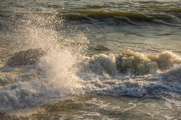 Плеск волны на море по утрам