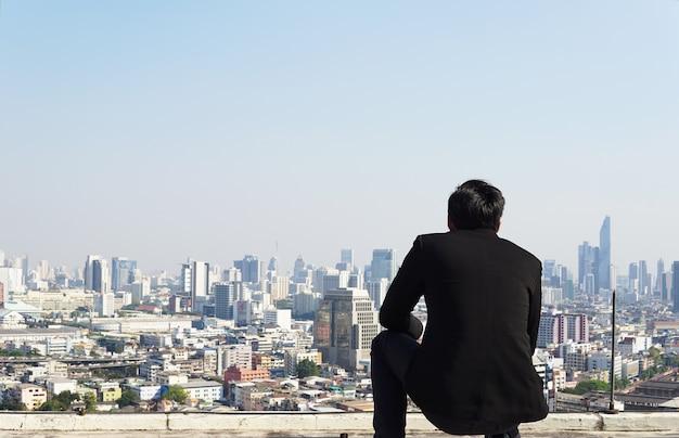 ビジネスマン、都市、未来、屋上