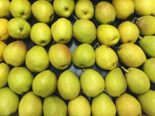Зеленая груша сочные свежие фрукты натуральные