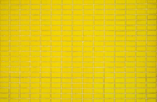 古い黄色の古典的なタイル壁の背景テクスチャ