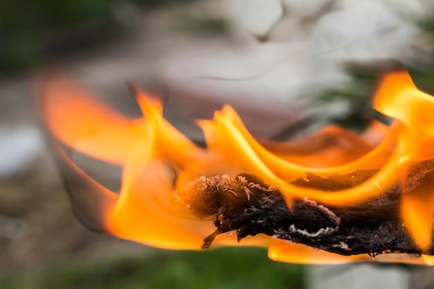 薪の火のクローズアップ薪の火のクローズアップ