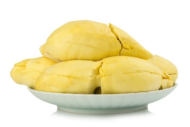 ドリアンキングフルーツ。皮をむいた。皿の上に。白い背景で隔離