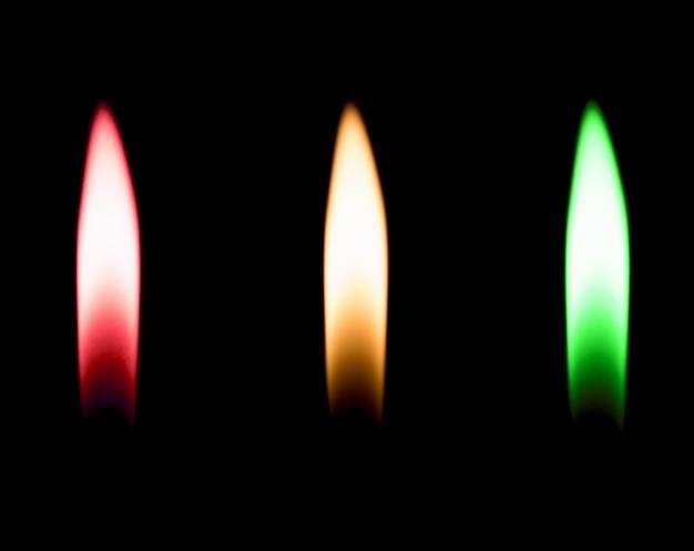 Зажигалка горящая черная изолированная