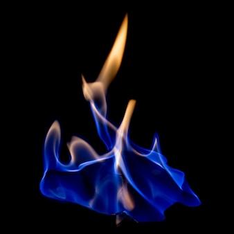 分離された黒に熱い火の青