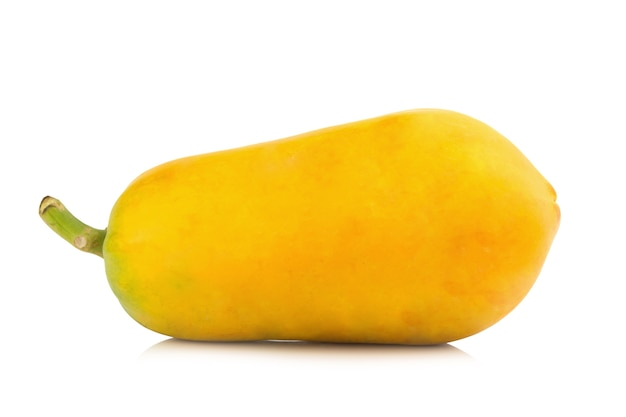 パパイヤ果実。オレンジ色。アジア。白い背景で分離