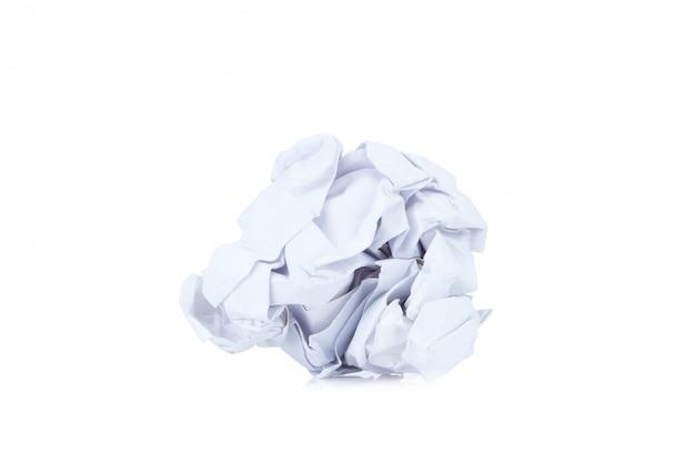 しわくちゃの紙のボール、白で隔離