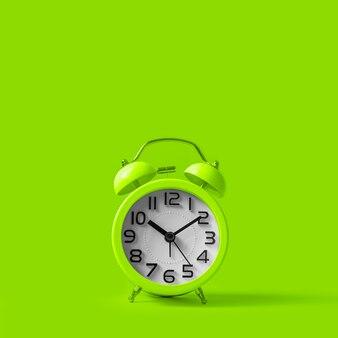 緑の緑の目覚まし時計