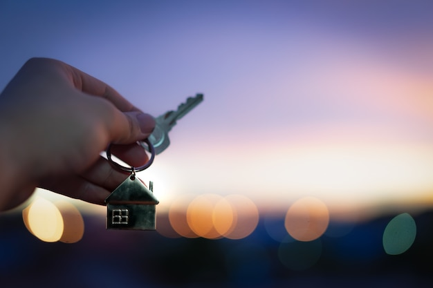 住宅保険仲介業者における住宅モデルと鍵